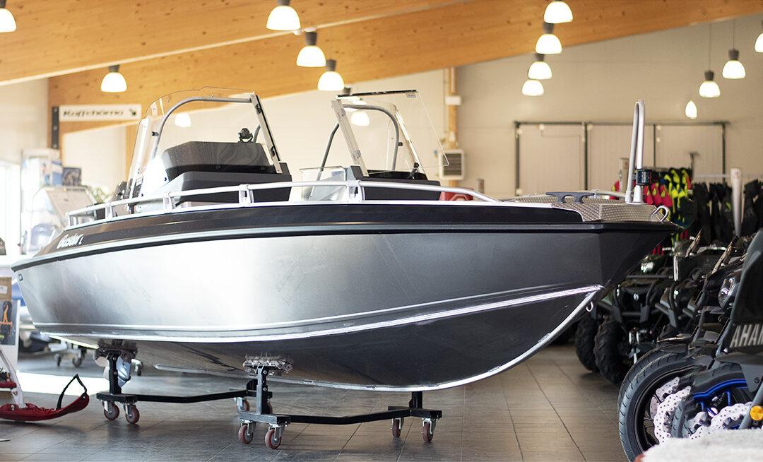 Köp årets båt hos oss.
